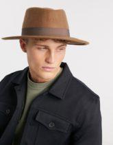 ASOS DESIGN - Größenverstellbarer Porkpie-Hut mit breiter Krempe und Hutband in Camel-Bronze