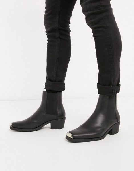 ASOS DESIGN - Chelsea-Stiefel aus Kunstleder im Western-Stil mit kubanischem Absatz und Metalldetail in Schwarz