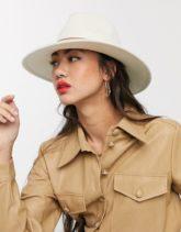 ASOS DESIGN - Größenverstellbarer Fedora-Hut in Creme mit hellbraunem Hutband-Cremeweiß