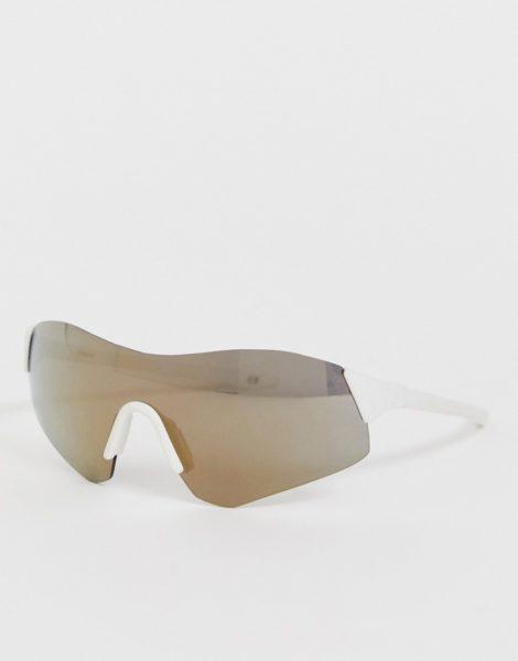 ASOS DESIGN - Rahmenlose Panorama-Visor-Sonnenbrille mit goldenen, reflektierenden Gläsern-Weiß