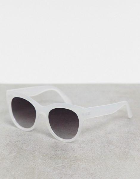 Jeepers Peepers - Cat-Eye-Sonnenbrille in Oversize-Passform mit transparent schimmerndem Design-Mehrfarbig
