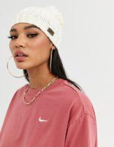 Nike - Strickmütze mit Bommel in Creme-Cremeweiß