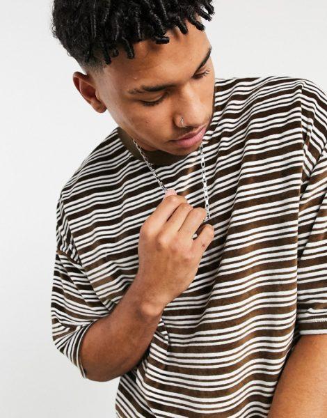 ASOS DESIGN - Übergroßes, gestreiftes T-Shirt aus Velours in Braun