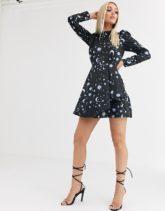 ASOS DESIGN - Hochgeschlossenes Jacquard-Minikleid mit Stern- und Mond-Print-Mehrfarbig
