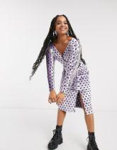 ASOS DESIGN - Langärmliges, gepunktetes Midi-Wickelkleid aus Samt mit Gürtel-Mehrfarbig