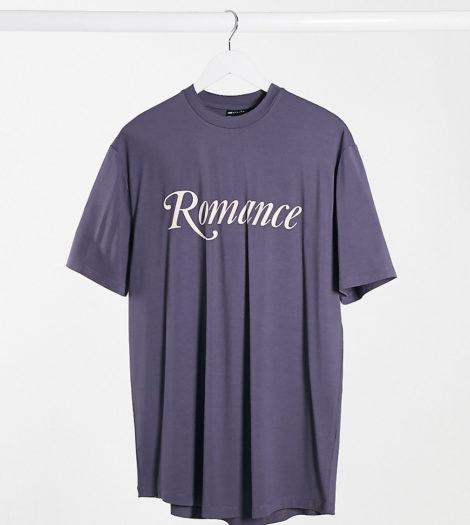 ASOS DESIGN Tall - Langes, legeres T-Shirt aus Viskose mit Schriftzug und abgerundetem Saum in Violett-Schwarz