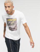adidas Originals - T-Shirt mit Adventure-Grafikprint in Weiß