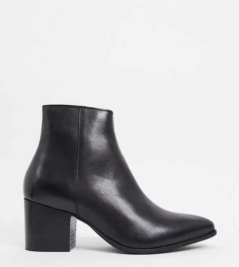 ASOS DESIGN - Spitze Chelsea-Stiefel aus schwarzem Leder mit schwarzer Sohle, weite Passform