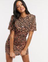 ASOS DESIGN - Kurzes T-Shirt-Kleid mit gepolsterter Schulterpartie, kurzen Ärmeln und Leopardenmuster-Braun