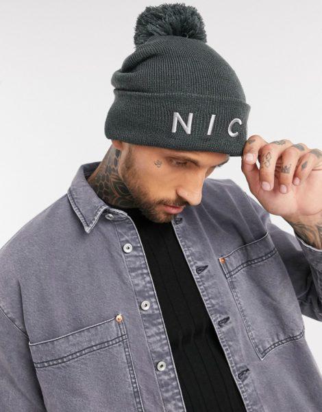NICCE - Graue Mütze mit Bommel und aufgesticktem Logo
