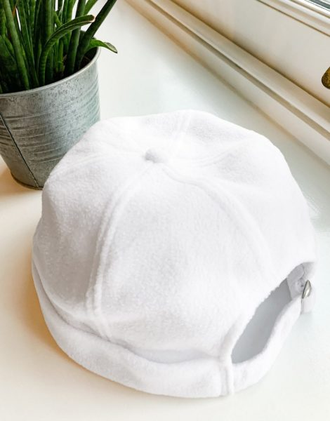 ASOS DESIGN - Docker-Mütze aus Fleece in gebrochenem Weiß