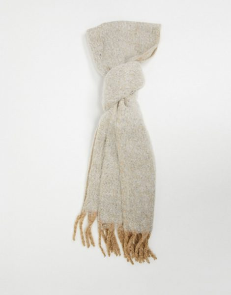 ASOS DESIGN - Flauschiger Schal mit Quasten in Karamellbraun