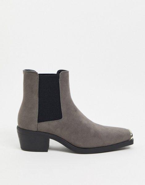 ASOS DESIGN - Graue Chelsea-Stiefel aus Wildlederimitat im Western-Stil mit Blockabsätzen und eckiger Zehenpartie mit Metallkappe