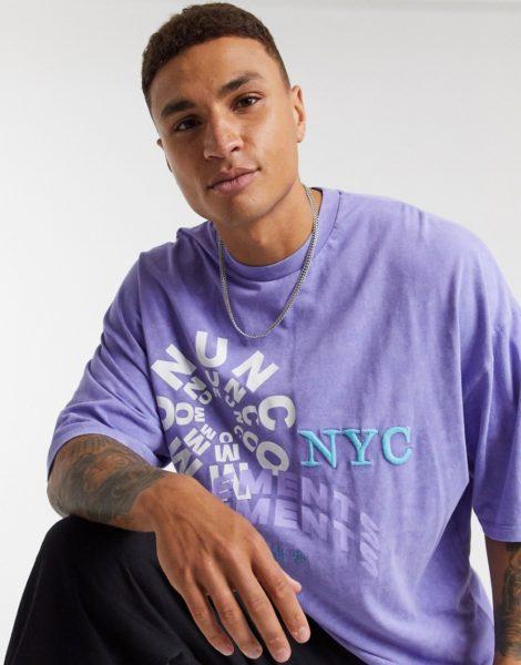 ASOS DESIGN - Langes, übergroßes, ungesäumtes T-Shirt mit abstraktem Schriftzug vorn in verwaschenem Violett