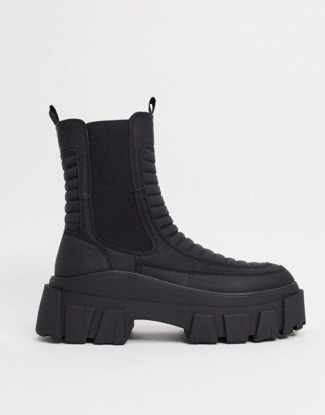 ASOS DESIGN - Wadenhohe Chelsea-Stiefel mit dicker Sohle aus schwarzem Kunstleder mit wattiertem Detail