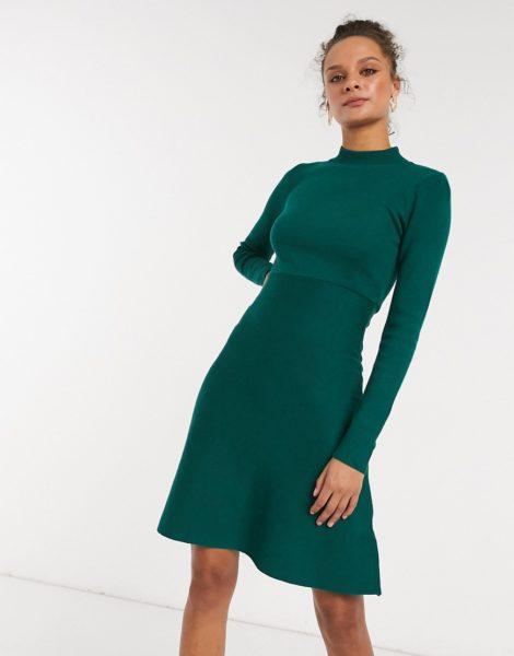 Girl In Mind - Hochgeschlossenes, gestricktes Skater-Kleid in Smaragdgrün