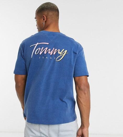 Tommy Jeans - Exklusiv bei ASOS: Legeres T-Shirt in Dunkelblau mit Flagge vorne und charakteristischem Print hinten