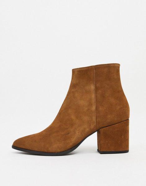 ASOS DESIGN - Chelsea-Stiefel aus hellbraunem Wildleder mit spitzer Zehenpartie und hellbrauner Sohle-Bronze