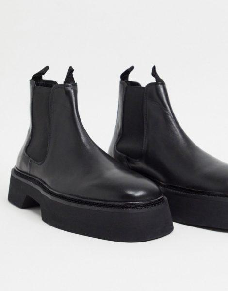 ASOS DESIGN - Chelsea-Stiefel mit eckiger Zehenpartie aus hochglänzendem Leder in Schwarz
