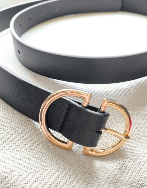 ASOS DESIGN - Enger Gürtel aus schwarzem Kunstleder mit ovaler Goldschnalle