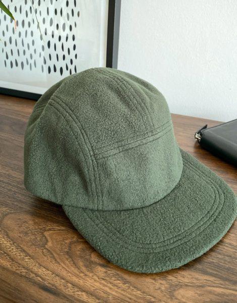 ASOS DESIGN - Kappe aus khakifarbenem Fleece mit 5 Bahnen-Grün