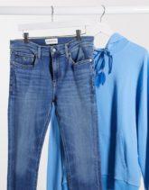 Calvin Klein Jeans - Superenge, halbverwaschene Jeans-Blau