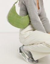 ASOS DESIGN - Abgerundete Schultertasche in grüner Krokodilleder-Optik mit langem Riemen