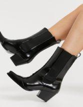 Monki - Lexi - Western-Stiefel aus Lederimitat in Schwarz mit eckiger Zehenpartie