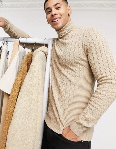 ASOS DESIGN - Muskel-Pullover in Oatmeal mit Zopfmuster und Rollkragen-Beige
