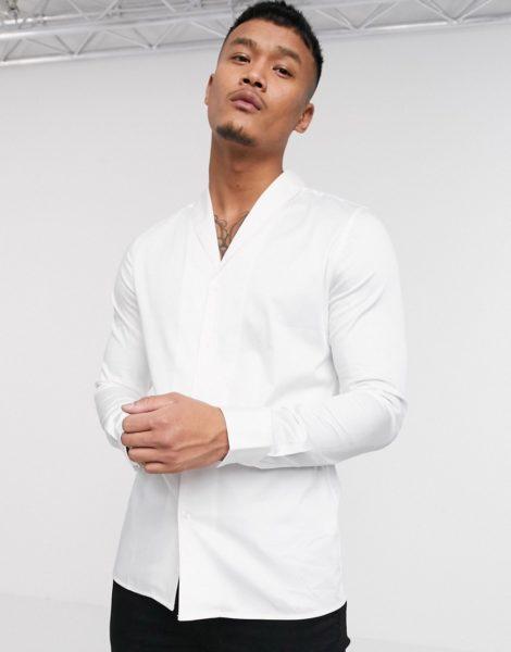 ASOS DESIGN - Schmales Hemd aus Satin mit Schalkragen in Weiß