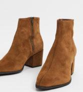 ASOS DESIGN- Weit geschnittene Chelsea-Stiefel aus hellbraunem Wildleder mit spitzer Zehenpartie und hellbrauner Sohle-Bronze