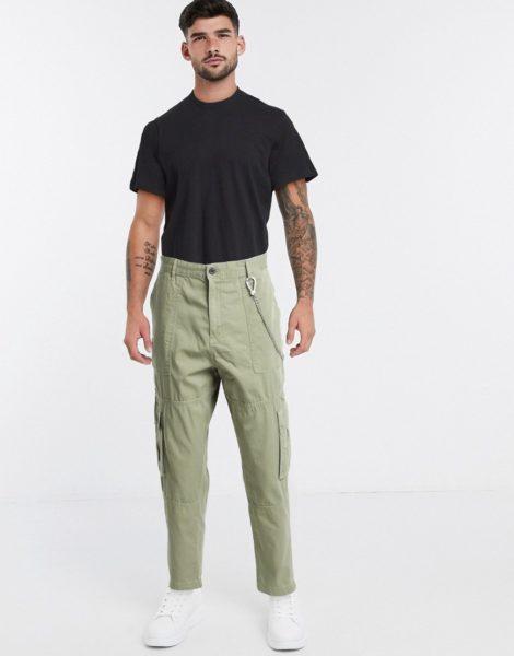 Bershka - Cargo-Hose ein Khaki mit Kettenverzierung-Beige