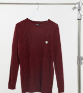 Le Breve - Tall - Grobgestrickter Pullover mit Zopfmuster in Burgunderrot