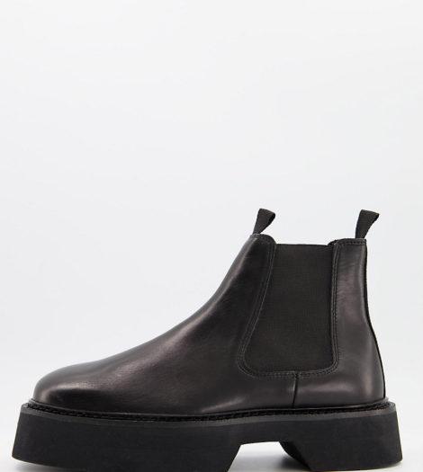 ASOS DESIGN - Chelsea-Stiefel mit eckiger Zehenpartie aus hochglänzendem Leder in Schwarz, weite Passform