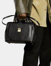 ASOS DESIGN - Reisetasche aus schwarzem Kunstleder im Arzttaschen-Look mit goldfarbenen Details