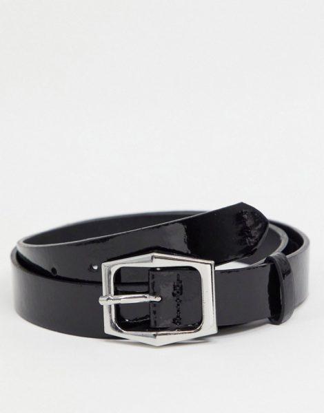 ASOS DESIGN - Schmaler Gürtel aus Kunstleder in glänzendem Schwarz mit sechseckiger, silberfarbener Schnalle-Blau