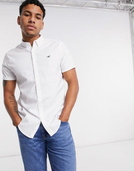 Hollister - Icon - Kurzärmliges, schmal geschnittenes Hemd in Weiß mit Logo
