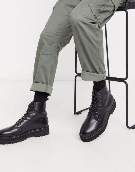 ASOS DESIGN - Vegane Schnürstiefel aus Kunstleder mit klobiger, erhöhter Sohle in Schwarz