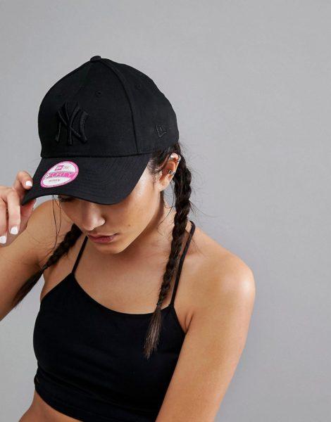 New Era - 9Forty - Schwarze Kappe mit farblich abgestimmtem NY-Logo