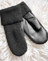 Weekday - Cheerio - Schwarze Handschuhe aus Kunstleder und Bouclé