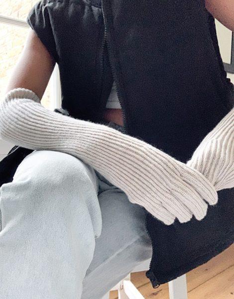 Weekday - Lange Handschuhe aus Wollgemisch in gebrochenem Weiß meliert
