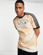 adidas Originals - Cali - T-Shirt in Creme mit Military-Muster-Weiß
