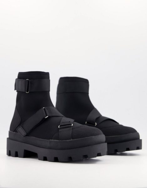 ASOS DESIGN - Chelsea-Stiefel aus schwarzem Neoprenstoff mit Riemen und dicker Sohle