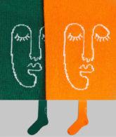 ASOS DESIGN - Socken mit handgemaltem, aufgesticktem Gesichtsmotiv im 2er-Pack-Mehrfarbig