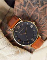 ASOS DESIGN - Armbanduhr mit braunem Armband und goldfarbenem Gehäuse
