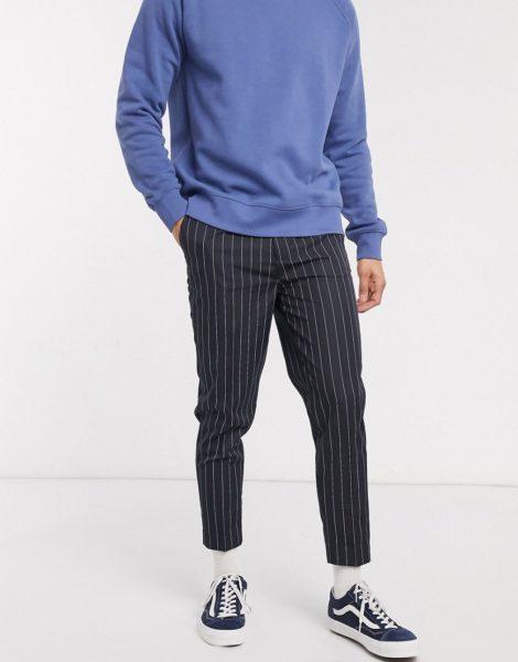 ASOS DESIGN - Elegante, schmal zulaufende Hose mit Streifen-Marineblau