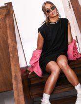 ASOS - Weekend Collective - T-Shirt-Kleid mit akzentuierten Schultern und Logo in Schwarz