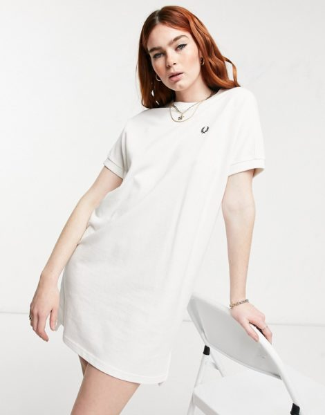 Fred Perry - Kastenförmiges T-Shirt-Kleid aus Pikee in Weiß