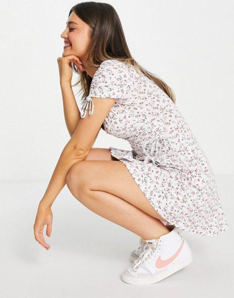 Hollister - Weiß geblümtes Kleid mit U-Ausschnitt