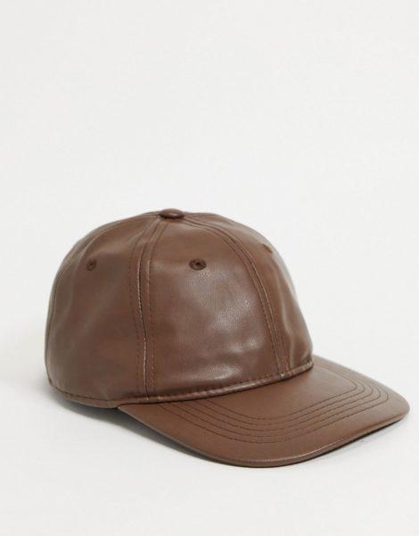 Monki - Georgia - Braune Kappe aus Kunstleder